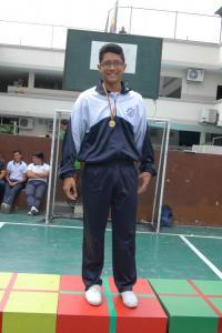 Campeón de natación Robert Vera 2 Bach